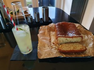 Lemon Drizzle Cocktail and cake